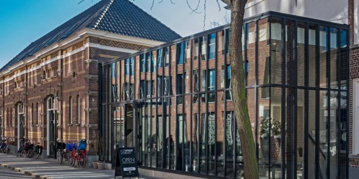 9.45 uur <strong> Presentatie Harrie van Helmond </strong> <hr></hr> Architect Harrie van Helmond over zijn aandeel in de Kazerne.
